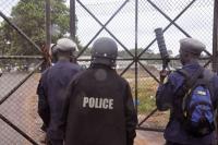 В Либерии ищут 17 мародеров, которые могут быть заражены вирусом Эбола