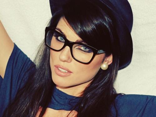 макияж под очки девушкка красивая