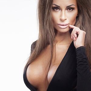 крем для груди женщина