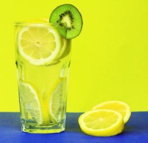 Лимонад с лимоном предотвращает образование камней в почках