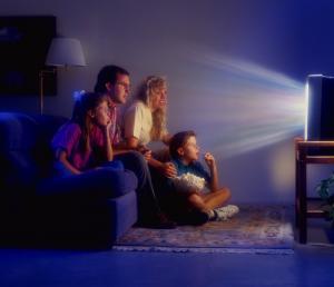 Сколько смотрели телевизор в юности – настолько слабее интеллект в зрелости