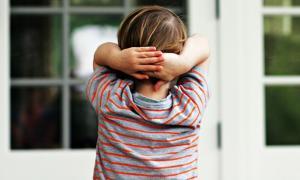 Уровень кортизола в волосах ребенка может указать на риск развития умственных расстройств в будущем
