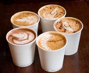 Хорошие новости: наконец-то пить много (и очень много) кофе не вредно. Правительство подтверждает.