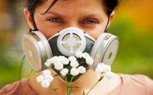 Какими симптомами проявляется сезонная аллергия?
