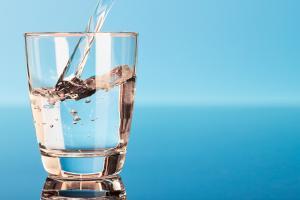 Новое исследование: чем больше Вы пьете воды, тем меньше сахара, соли и насыщенных жиров Вы потребляете