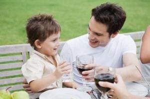 Даете детям попробовать алкоголь в домашнем кругу?