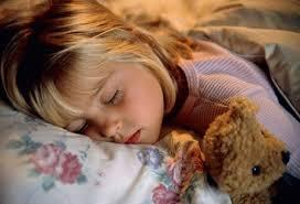 Ранний отход ко сну может помочь детям избежать ожирения