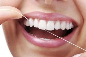 Заявленная польза зубных нитей может оказаться ошибкой