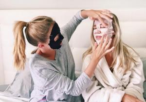 Корейские тканевые маски для лица: гид для начинающих