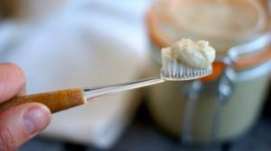 """Ваша """"100%-натуральная"""" зубная паста может содержать токсины"""