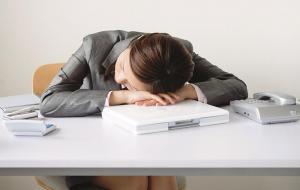 Тихий час на рабочем месте: что будет, если спать на работе каждый день на протяжении одной недели