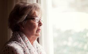 7 предвестников Альцгеймера, о которых стоит знать