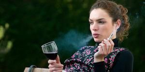 Курение во время беременности может вызвать у ребенка склонность к наркотикам