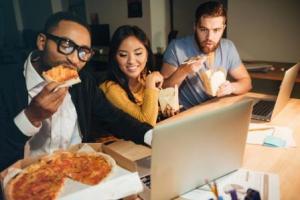 Вредят ли поздние ужины вашему здоровью?