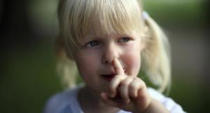 Ковыряться в носу и съедать его содержимое – полезно