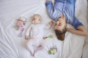 Материнство разрушает мой сон: как это остановить, и почему отцов эта проблема обходит стороной