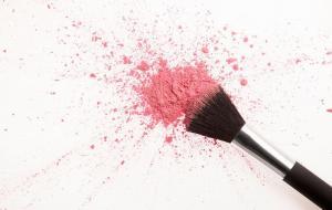 Вред косметических продуктов: люди страдают от негативных побочных эффектов больше, чем когда-либо