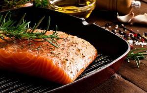 Какой лосось полезнее: дикий или выращенный на ферме?