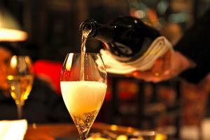 Не навредить себе в новогодние праздники: как выбрать шампанское с наименьшим содержанием сахара