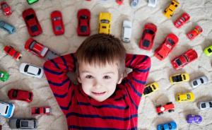 Почему детям полезен минимализм (и как к нему приучить)
