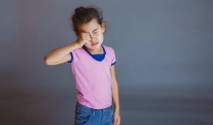 У ребенка болят глаза но офтальмологи не видят причину?