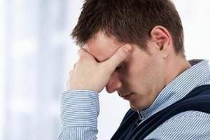Что делать если болит голова и отдает в глаз?