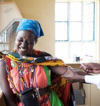 Первая вакцина от Эболы безопасна для человека