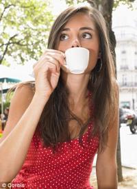 Эксперты: кофеин надо приравнять к алкоголю и табаку