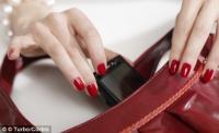 В дамских сумочках полно микробов