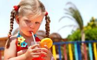 Из-за детских фруктовых соков гниют зубы
